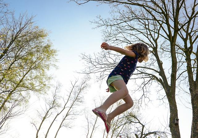 ćwiczenia na trampolinie
